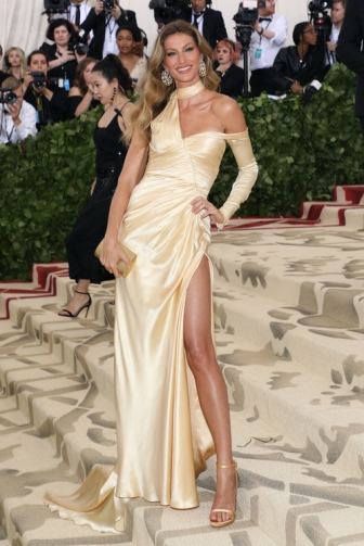 gisele_9290.jpeg_north_499x_white.jpg